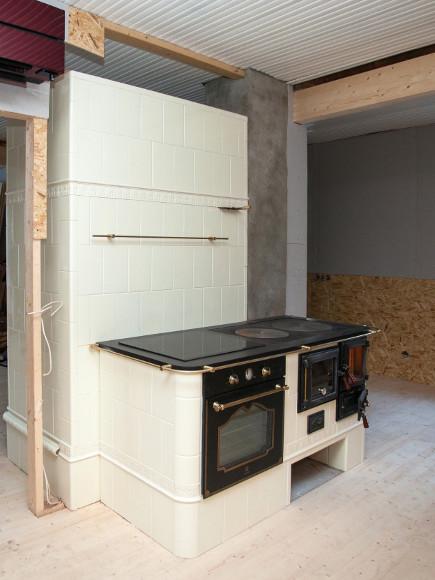 Glasuurpottidest küttekompleks ahi+pliit+soojamüür kombineerituna elektri pliidi ja ahjuga